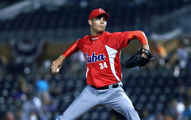 Mendoza fue clasificado como el número 12 en la lista de los 20 mejores jugadores cubanos según Baseball America en abril de 2015.