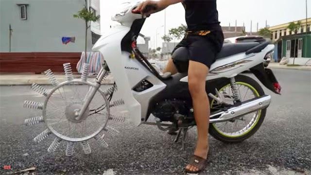 Clip độ xe máy đơn giản hút hơn 10 triệu lượt xem chỉ trong 1 tuần