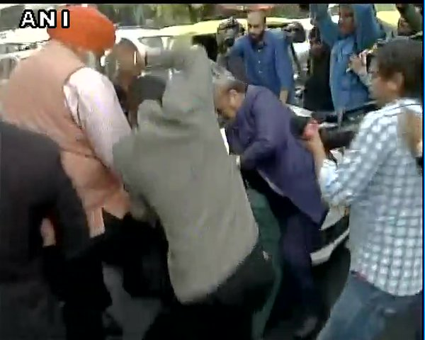 Delhi BJP MLA OP Sharma and his supporters were caught on camera beating up a man outside Patiala Court on Monday.  ANI identified the man as a Communist Party of India (CPI) activist, Ameeque Jamai.    The BJP MLA and his supporters continued to thrash Jamai till a police constable rushed to recue him.