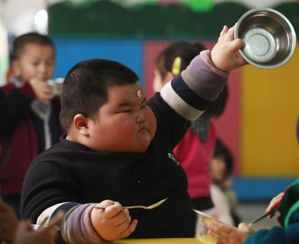 Domingo de ¿qué?...no sé de momento desayuno para todos ... jajjajaja-http://3.bp.blogspot.com/-IOBketvD0Qs/Tp7qZfwh-JI/AAAAAAAAAMg/WhU5tlM_yOE/s1600/Ni%25C3%25B1o+chino+gordo+plato.jpg