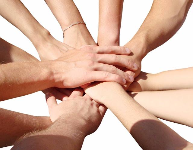 Resultado de imagem para helping hands