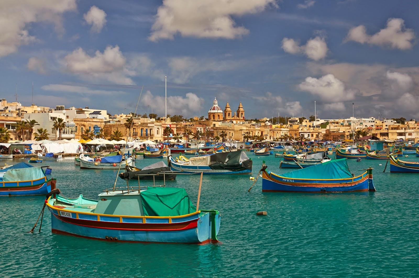 piękne zatoczki na Malcie, turkusowa woda