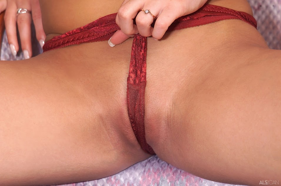 Victoria Strip And Gape