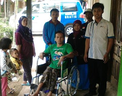 Solopeduli berikan kursi roda untuk sarjono