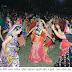दांडिया नाईटमध्ये थिरकल्या महिलांसह युवती