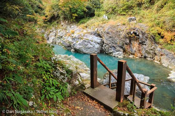 河原の階段