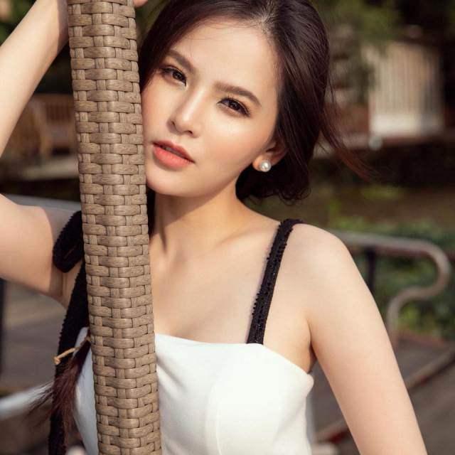 """Trước khi bị nghi vấn lộ clip nóng, """"thánh nữ Mì Gõ"""" Phi Huyền Trang từng nhiều lần """"đốt mắt"""" thiên hạ thế này"""