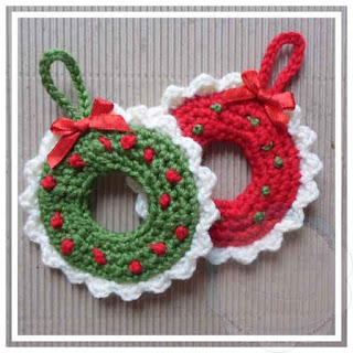 http://creativecrochettoys.blogspot.com.es/2015/10/xmas-wreath-tree-ornament.html