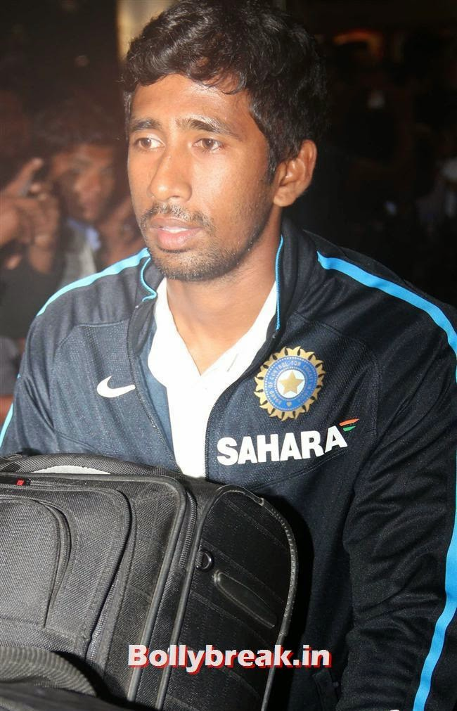 , Indian Cricket Team Return from South Africa at Mumbai Airport