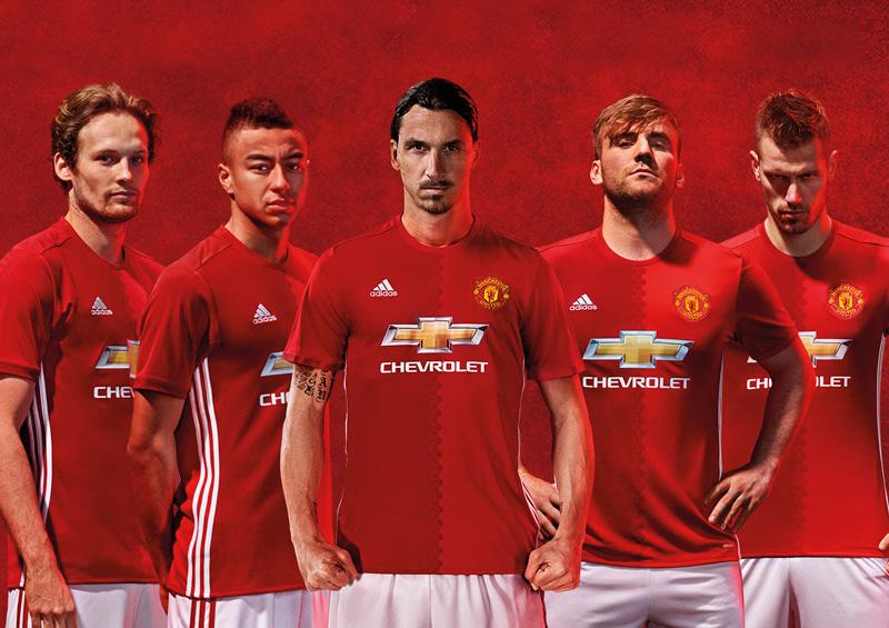 """8dc481b7f41fc El flamante diseño para los """"red devils"""" está inspirado en el formato del  primer uniforme que utilizó el club cuando se llamaba """"Newton Heath LYR  Football ..."""