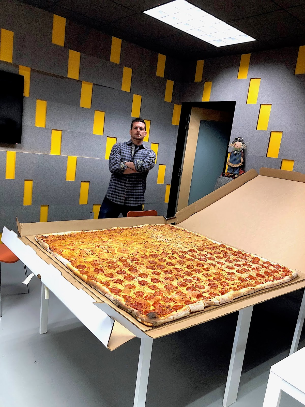 The World S Largest Deliverable Pizza