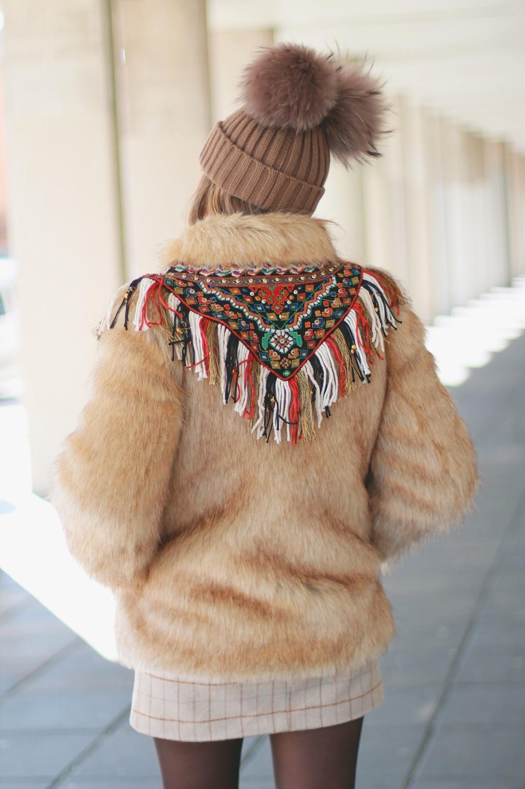 abrigo con espalda étnica