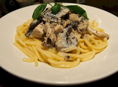Pasta with a sauce of mushrooms and Tuscan truffle oil