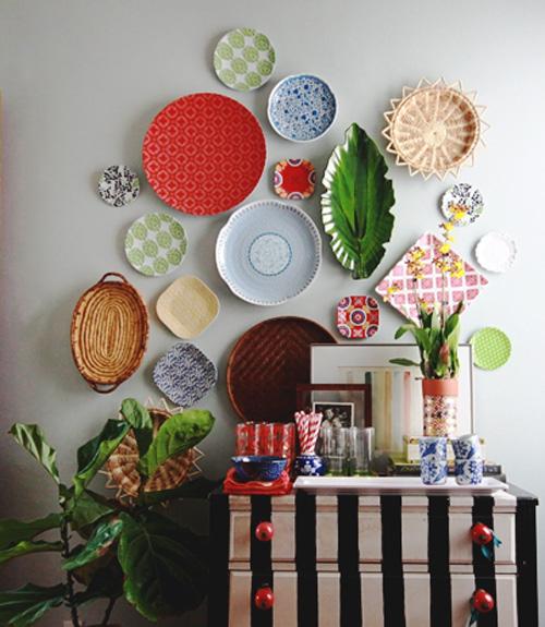 composição de pratos na parede