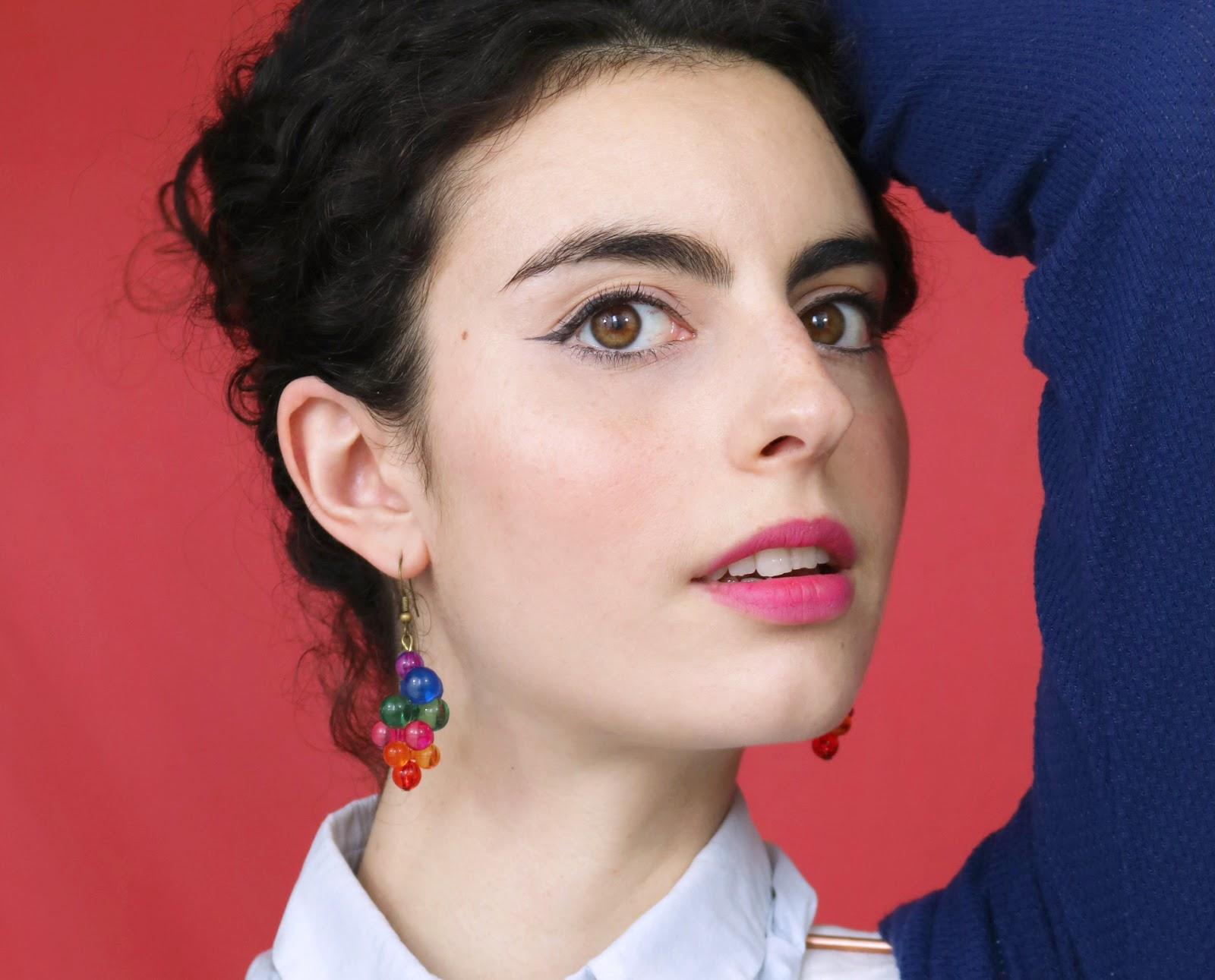 Rouge à lèvres Etude House, maquillage Avril, boucles d'oreille vintage