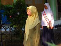 """Yuli Astutik,S.Pd: """"Bersih adalah Sebagian dari Iman"""""""