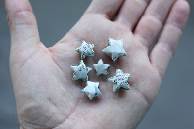 http://www.morningcreativity.com/diy-newspaper-stars/