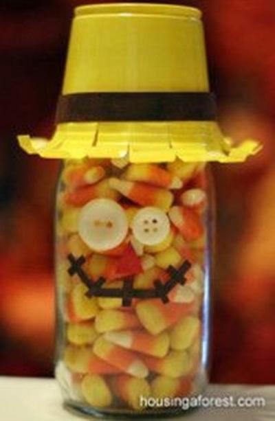 The Mason Jar Scarecrow atau Toples Orang-orangan Sawah.