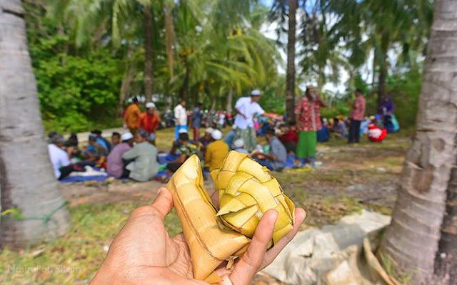 Ketupat dan Lepet kala Pesta Lomban di Karimunjawa