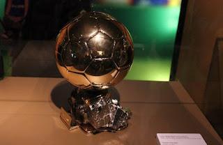 قائمة 30 لاعب المرشحة لجائزة الكرة الذهبية فرانس فوتبال