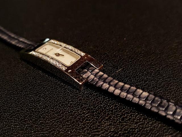 イタリアの時計ベルトブランドGPF Made in Italy。他ブランドにはない豊富なカラーリングや奇抜な柄が特徴。ファッションウォッチにだけでなくベーシックな時計にこそGPFのベルトを合わしてほしい。今回はレディースのGUCCIの時計にオーダーで制作したテジュレザーのベルトを合わせています。