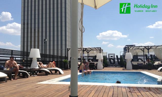 Llega el ´summertime´, disfruta de la piscina con las mejores vistas !! [Hotel Holiday Inn Madrid - Bernabeu]