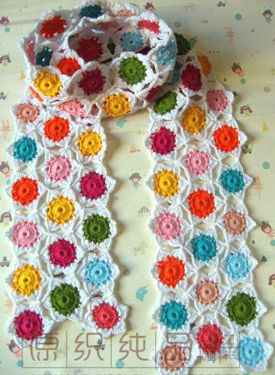 Bufanda tejida con motivos estrella técnica crochet continuo