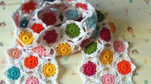 Patrones de hermosa bufanda con técnica de crochet continuo