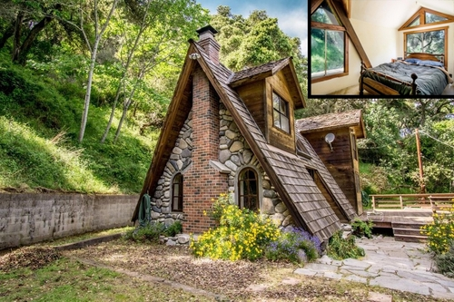 00-Architecture-with-the-Tiny-A-Frame-House-www-designstack-co