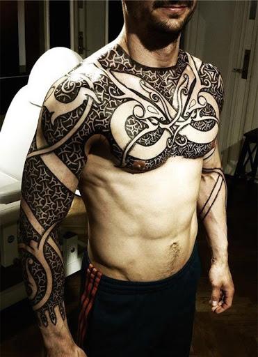 Melhor e Legal tatuagem no peito para homens