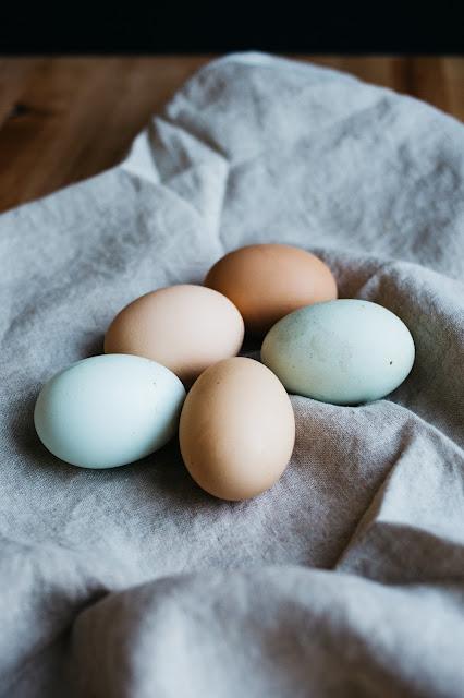 bialko-jajko-ajurweda-maseczka-czolo