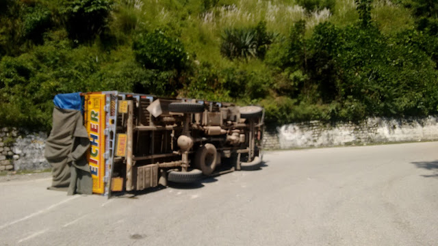 truck was turned near pandoh due to the lost control