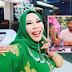 Reaksi Dato' Seri Vida Apabila TMJ Beri Cenderamata Kipas Pink
