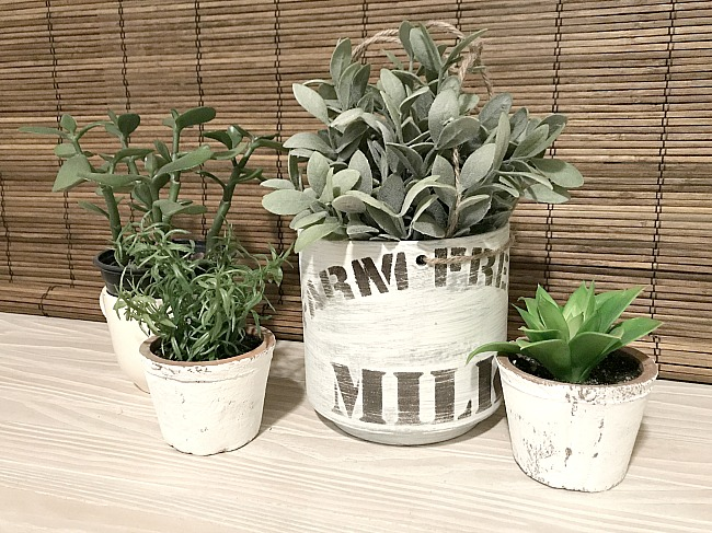 Stenciling an Inexpensive Vintage Farmhouse Planter