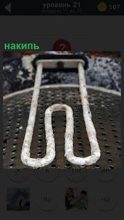 В стиральной машине образовалась накипь, следа на поверхности нагревателя