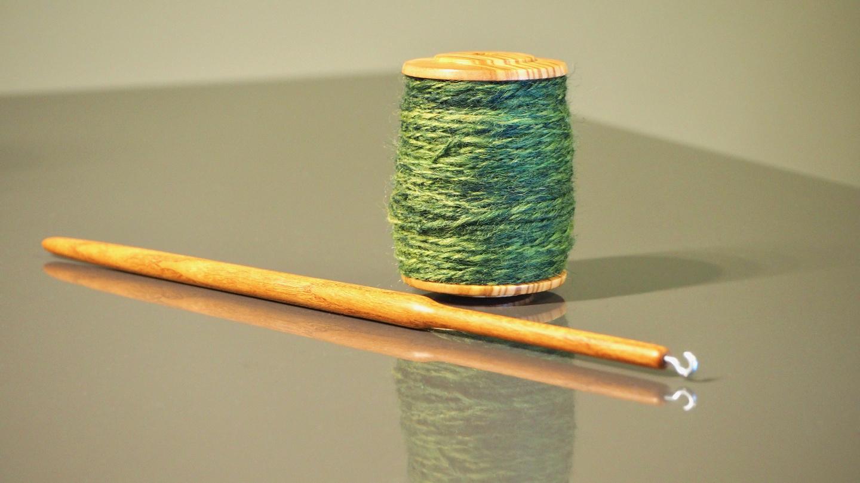 Spool-Spindel der Drechslerwerkstatt Matthes – Handspindel mit auswechselbarer Spule