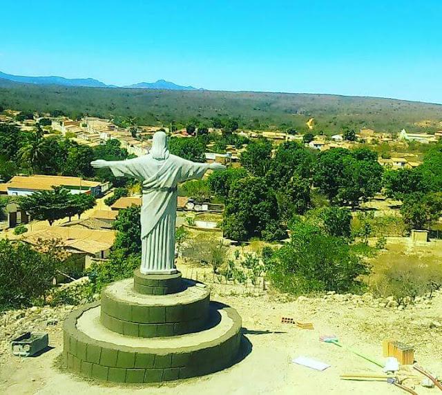 Pituba ganha uma réplica da estátua do Cristo Redentor