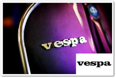 Logo Vespa dengan tulisan datar