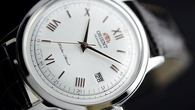 Câu chuyện về số 4 La Mã trên mặt đồng hồ hiện đại