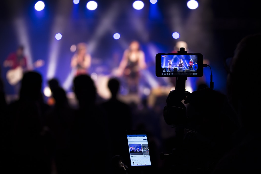 7 Useful Tips To Engage Audience With Live Videos – Infographic