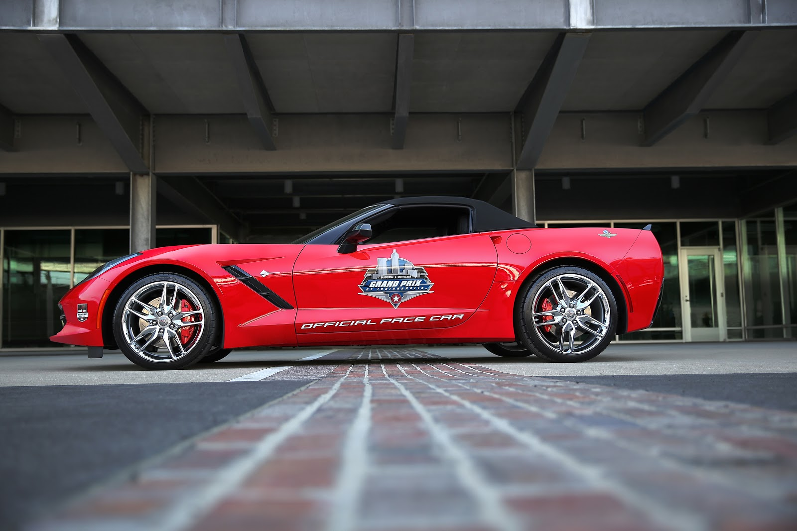 vette vues magazine blog a 2014 corvette stingray convertible will serve as the pace car for. Black Bedroom Furniture Sets. Home Design Ideas
