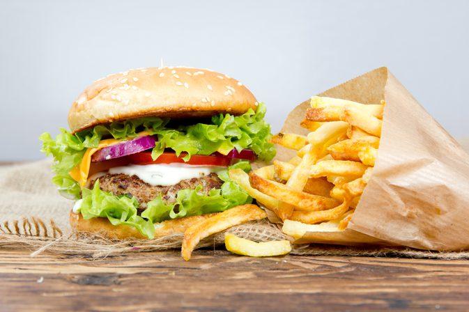 Qual é a Consequência Nutricional do Consumo Excessivo de Gordura Saturada?