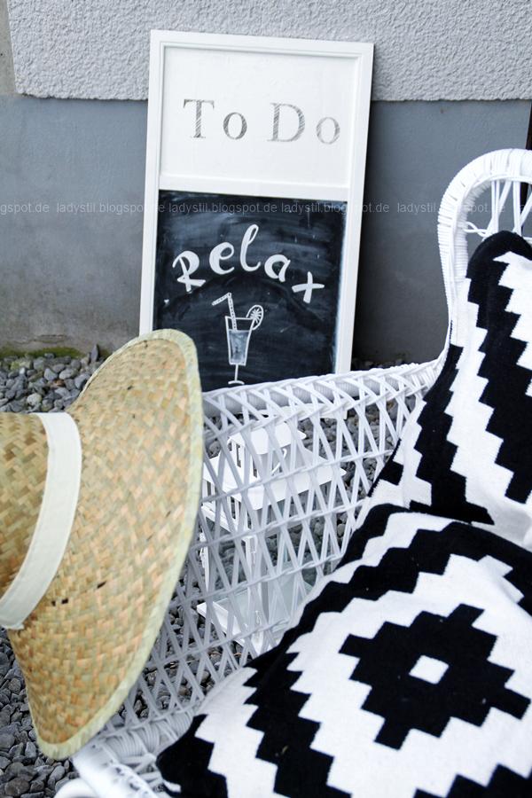 Högsten Ikea mit Strohhut und Strandbarschild