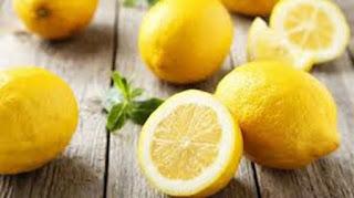 تعرف على ما  يحدث عند فرك الليمون تحت الإبطين