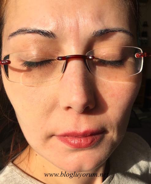 models own face base anti redness face primer kızarıklık önleyici yüz bazı sağ tarafta swatch