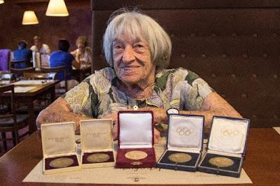 Agnes Keleti, una sobreviviente del Holocausto de 96 años de edad, también conocida por ser una de las atletas de origen judío más exitosas de la historia, fue galardonada con el Premio Israel en el campo de los deportes.