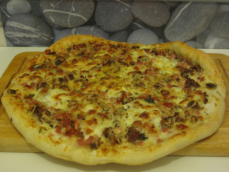 gourmandises homecooked plat pizza maison mozza poivrons et boeuf. Black Bedroom Furniture Sets. Home Design Ideas