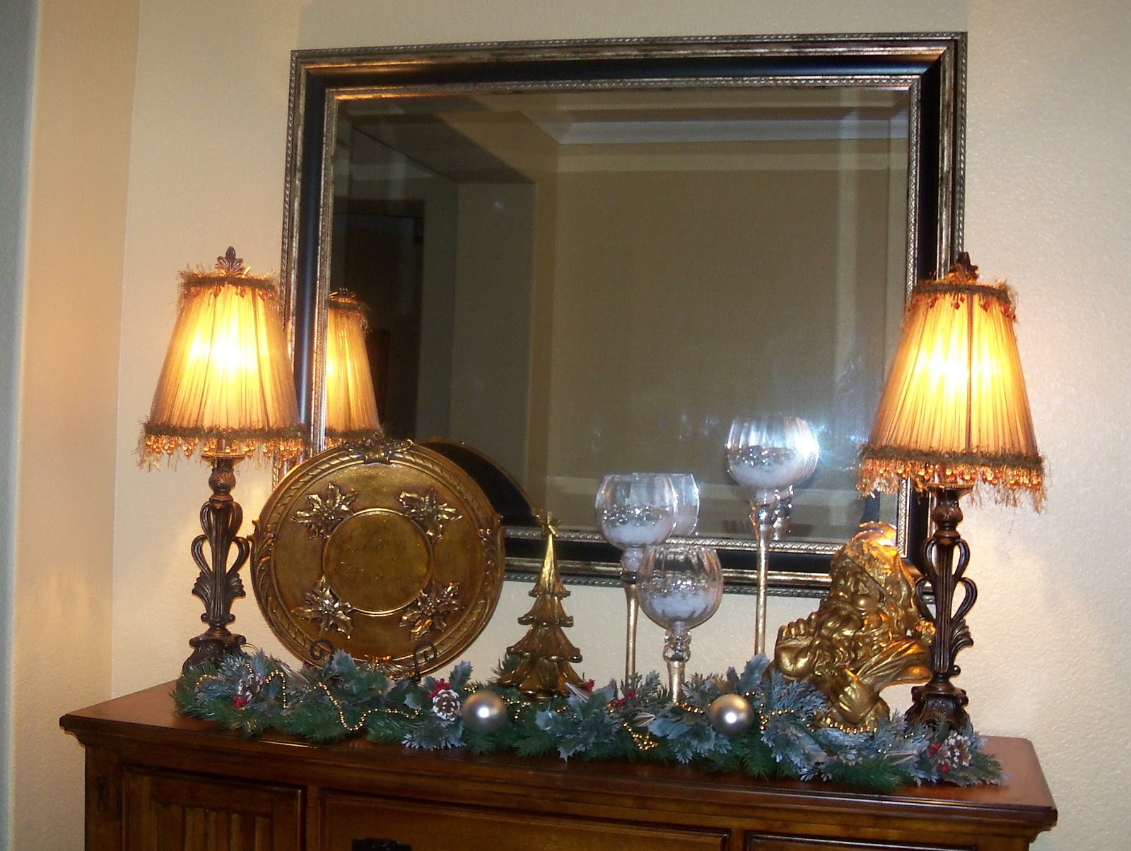 Southern seazons dining room buffet decorated for christmas Decorate my lounge