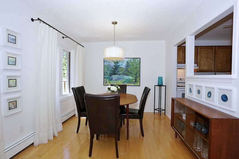 How to stage a dining room for sale