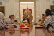 Janji Joko Widodo Untuk Meningkatkan Kesejahteraan Guru Indoneaia